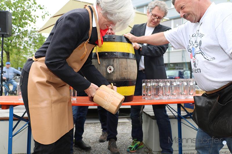 Fassanstich mit Bezirksvorsteherin Ulrike Zich