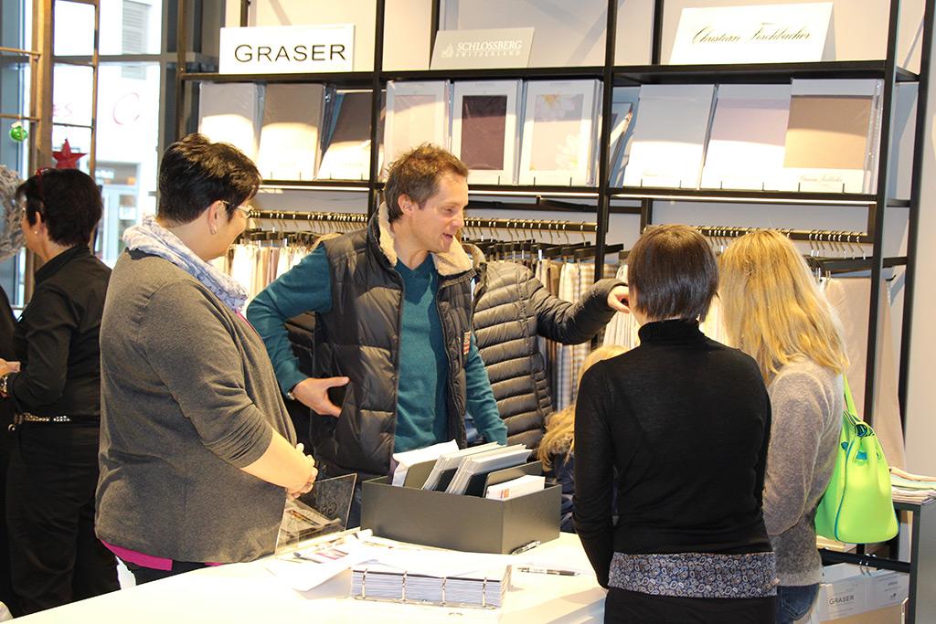 Textildesignerin Heidrun Schmidt berät die neuesten Farb- und Designmöglichkeiten